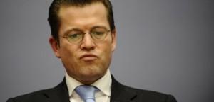 Uni Bayreuth prueft Plagiatsvorwuerfe gegen zu Guttenberg